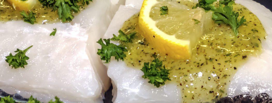 Pescados de Navidad: Bacalao al limón con aceitunas verdes y relish de cebolla