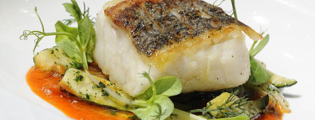 Pescados de Navidad: Merluza a la plancha con ensalada de patata y eneldo